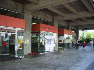 Studentenproteste gegen Studiengebühren an der Goethe-Universität Frankfurt am Main: Blockade des AfE-Turmes am 13. Juni 2006. Fotografiert und hochgeladen durch User:Philipp Gross.